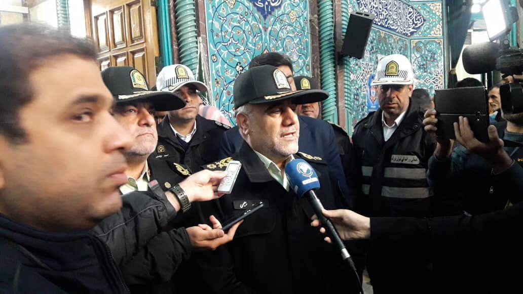خبرنگاران فرمانده نیروی انتظامی تهران بزرگ رای خود را به صندوق انداخت