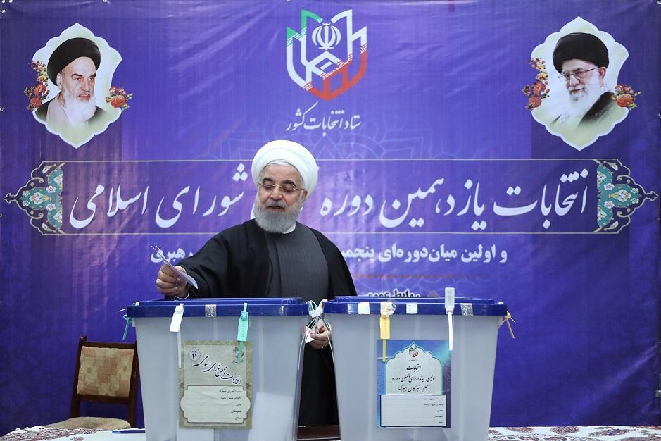 روحانی: روز افتخار آفرین دیگری در تاریخ انقلاب ثبت خواهد شد ، ارتباط مستقیم از وزارت کشور با 98 درصد صندوق های برقرار است