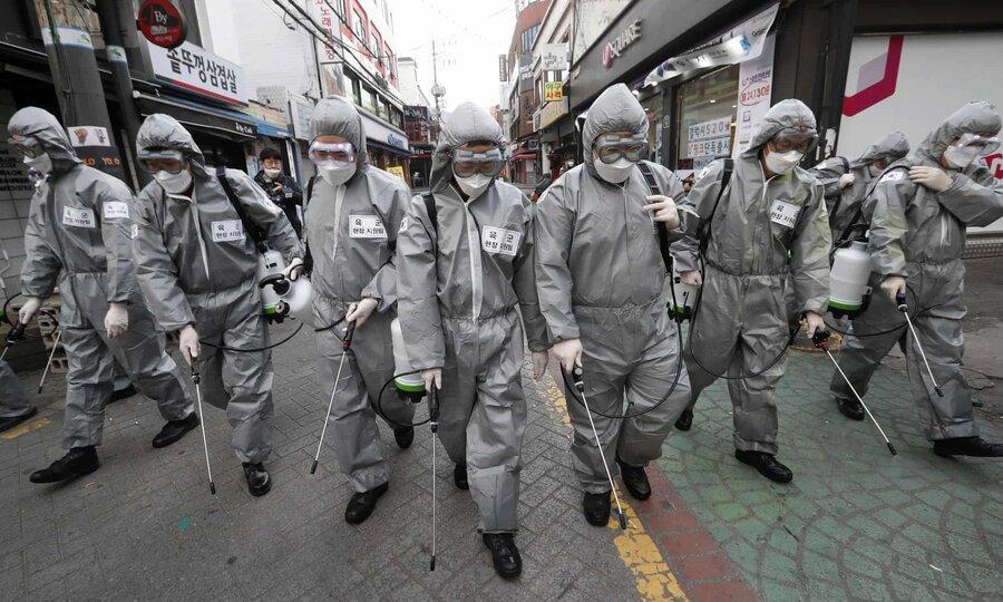 عکس روز، سربازان ضد کرونا در سئول