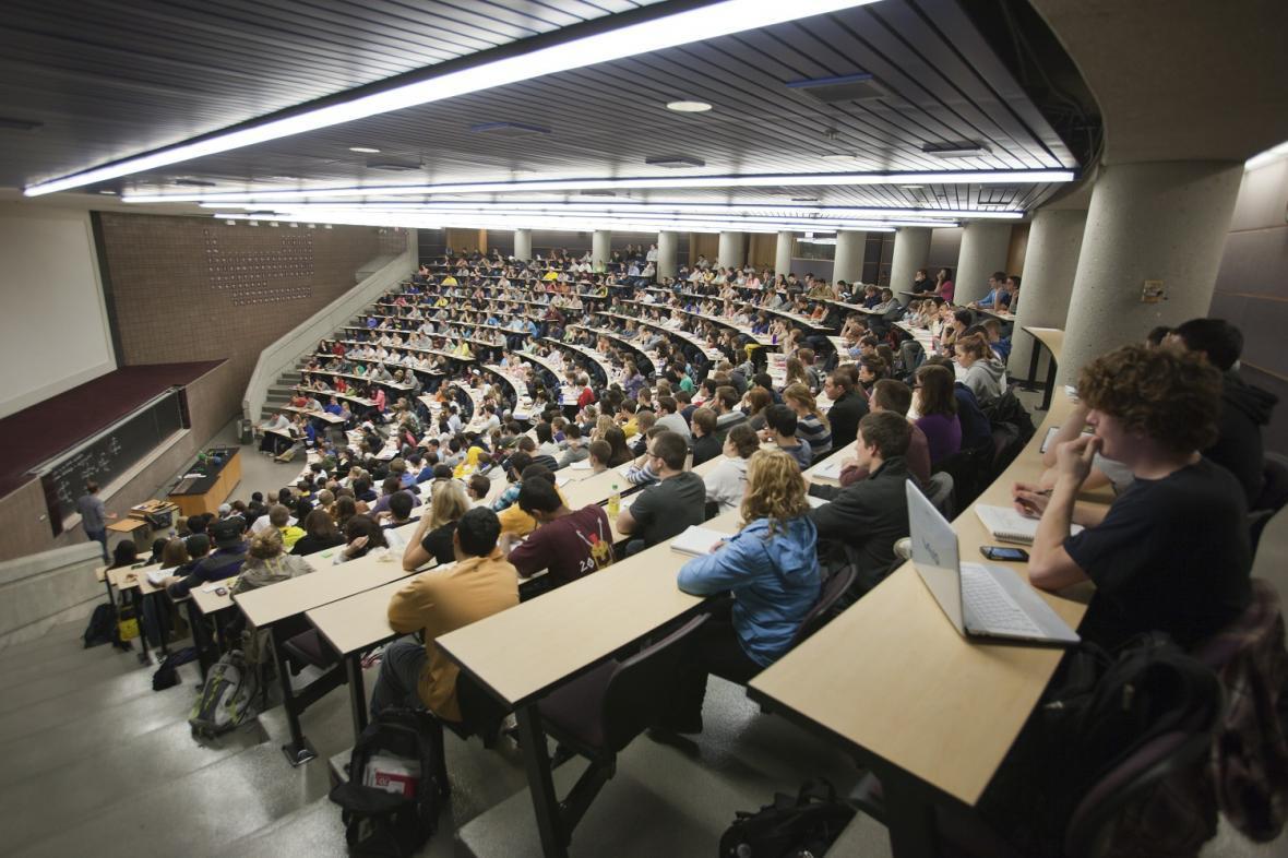 دانشگاه هایی که از شکاف طبقات اجتماعی رنج می برد ، از نخبه گرایی تا فقر