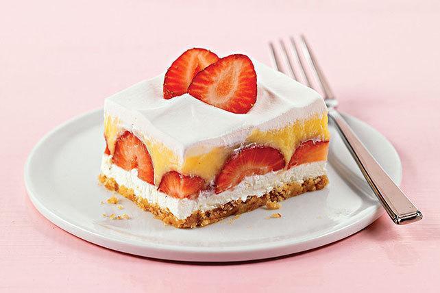 طرز تهیه چیز کیک توت فرنگی بسیار خوشمزه