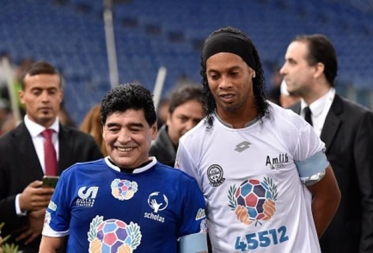 مارادونا: با رونالدینیو مثل جنایتکار برخورد نکنید