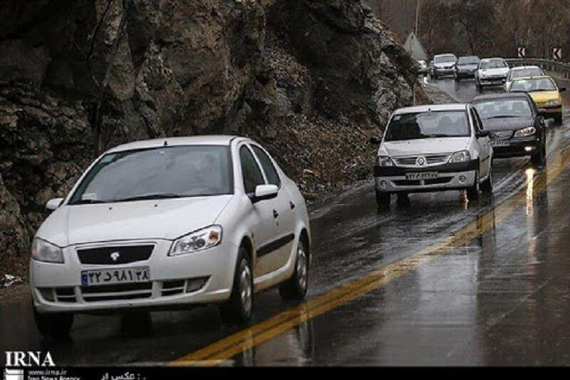 خبرنگاران بعضی جاده های خراسان رضوی بارانی و مه آلود است