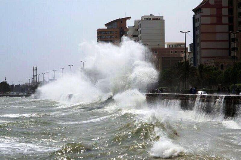 ارتفاع موج در خلیج فارس و تنگه هرمز به180 سانتیمتر رسید