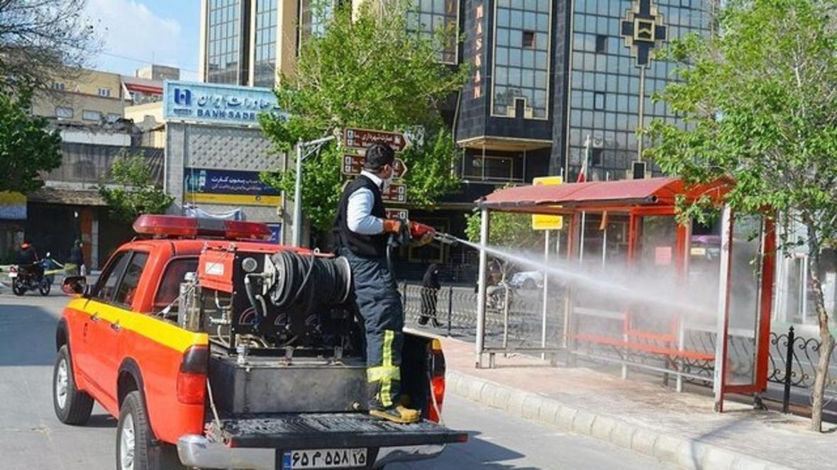 ضد عفونی ایستگاه های اتوبوس شهری توسط سازمان آتش نشانی تبریز