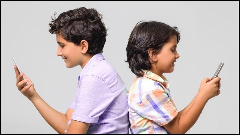 دنیای مجازی و تاثیرات روانی استفاده از تلفن همراه بر بچه ها