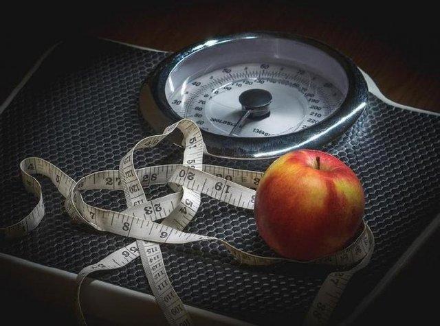 برای کاهش وزن کالری مهم تر است یا ورزش؟