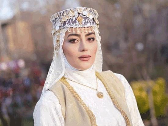 هدیه بازوند، بازیگر نقش روژان در سریال نون خ کیست؟