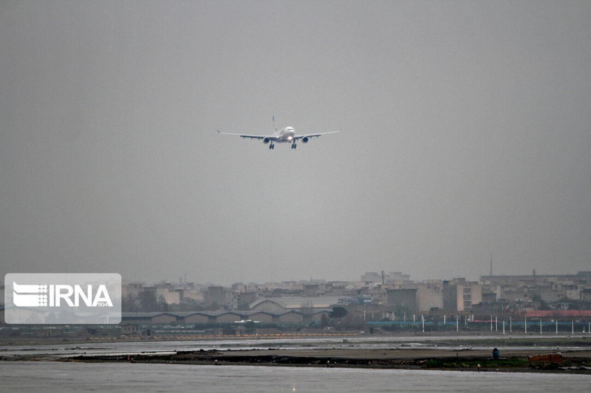 خبرنگاران هواپیمای مشهد- اهواز پس از رفع نقص فنی در اصفهان به سمت مقصد پرواز کرد