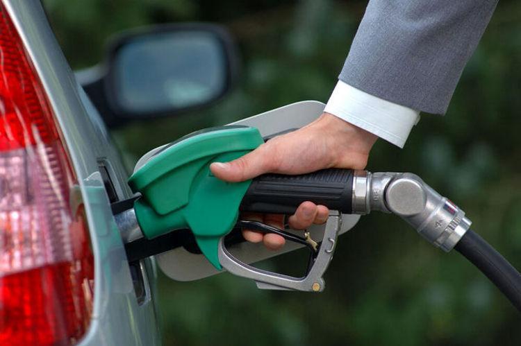 سهمیه بنزین مردادماه امشب شارژ می گردد