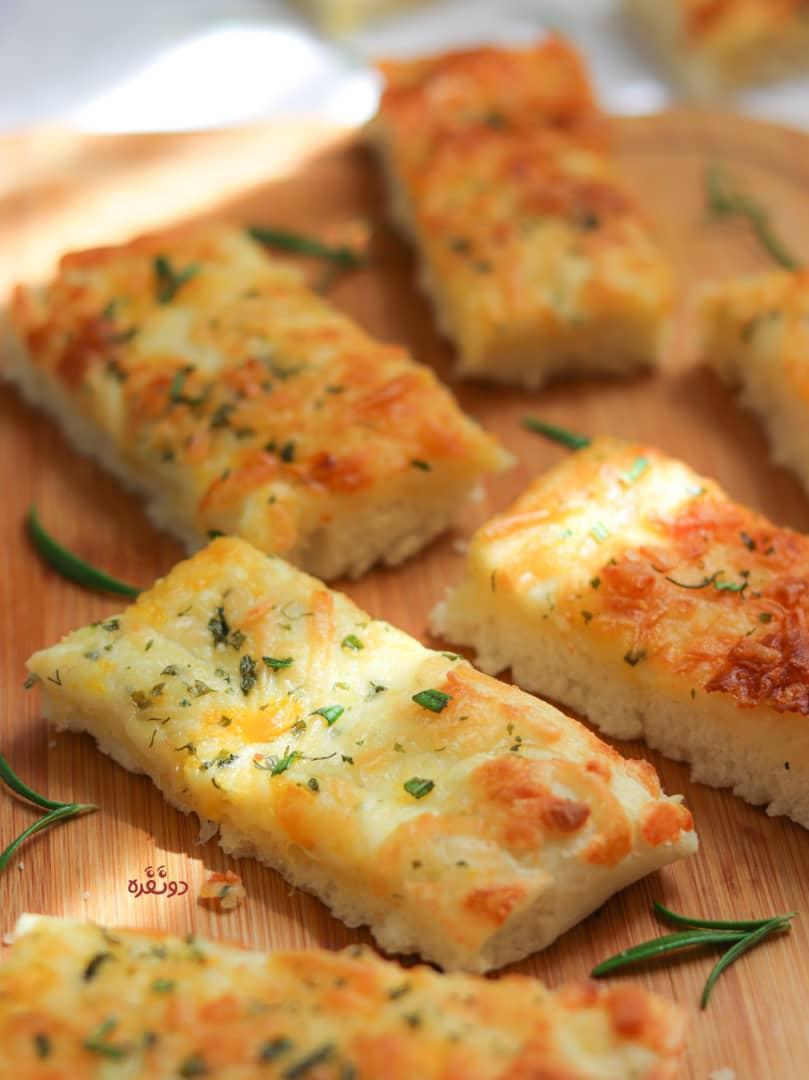 طرز تهیه نان سیر پیتزایی