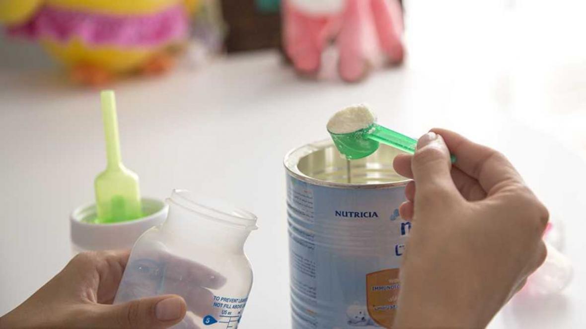 مراقب ذرات پلاستیک در شیرخشک نوزاد باشید
