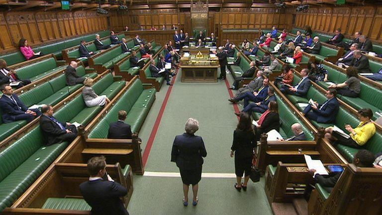 خبرنگاران طرح قرنطینه سراسری انگلیس از سد مجلس گذشت