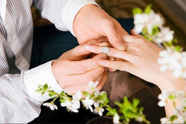نقش تفاهم در ازدواج پیروز