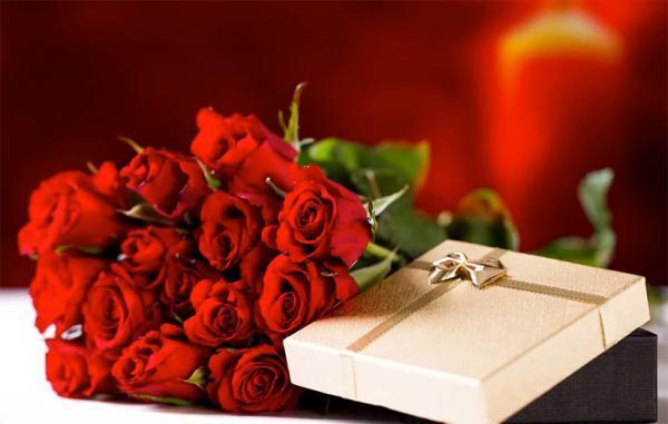 چطور یک هدیه خاص برای خانم ها بخریم؟ (با 30 پیشنهاد جذاب)