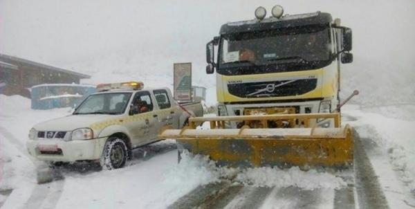 بارش برف و وزش باد شدید در بعضی جاده ها