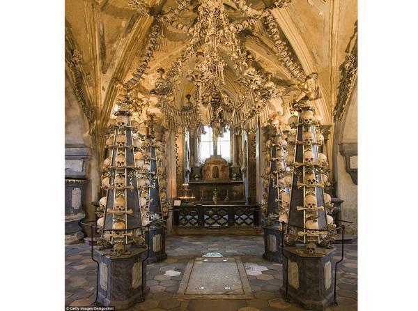 کلیسای سدلک؛کلیسایی که با 4هزار جمجمه و استخوان انسان تزیین شده، عکس