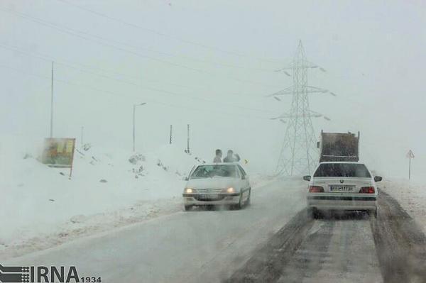 خبرنگاران پلیس راه: جاده های استان همدان خیس و لغزنده است