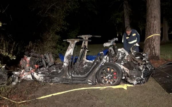 تصادف خودروی تسلا؛ تکذیب ایلان ماسک و تحقیق پلیس