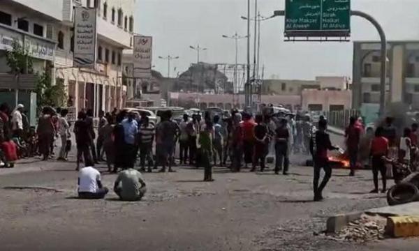 ادامه اعتراضات خشم آلود ساکنان عدن درباره شرایط بسیار بد خدمات رسانی