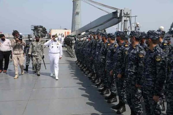 فرمانده نیروی دریایی ارتش با کارکنان ناوگروه 75 ملاقات کرد